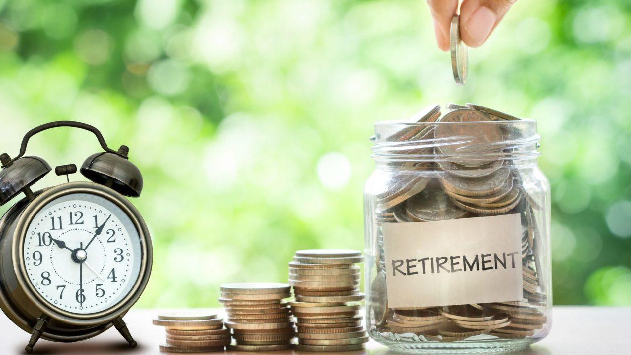 retirement-jar-with-clock
